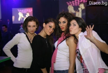 girls-fans